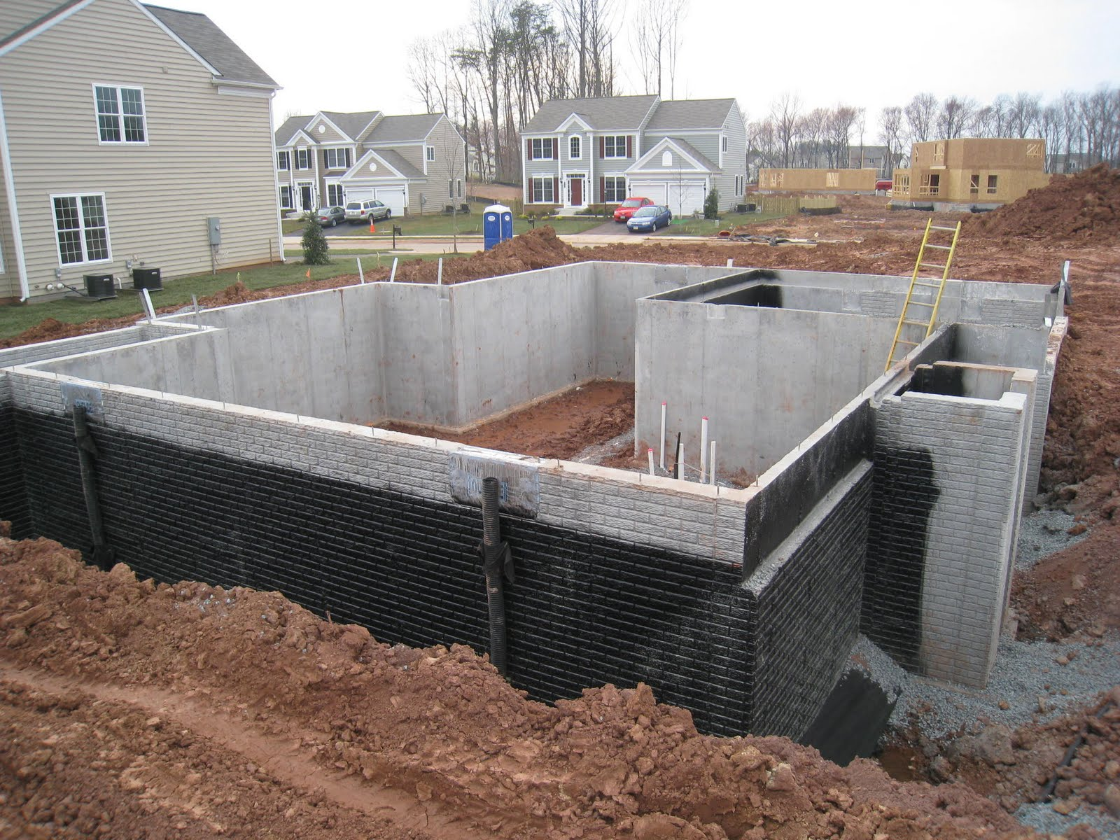 4 things to remember about drainage tile waterproofing for Basement foundations construction