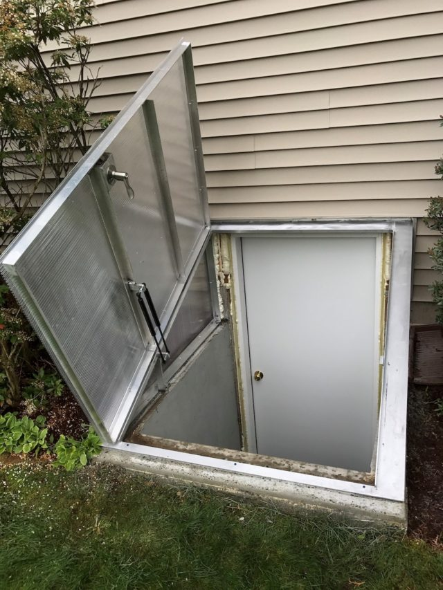Custom Basement Doors & CT u0026 NY Basement Door and Window Installation Services | Budget Dry pezcame.com